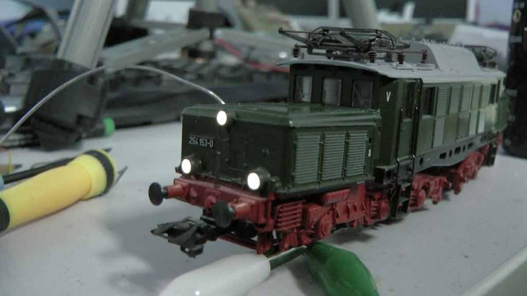 Modellbahn-Tutorials.de - Folge 5: Einbau LED Beleuchtung mit ESU Loksound 5