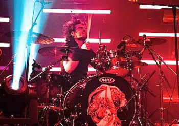 Josh Trager of The Sam Roberts Band : Modern Drummer