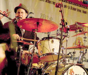 Daniel Glass : Modern Drummer