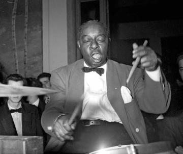"""Warren """"Baby"""" Dodds : Modern Drummer"""