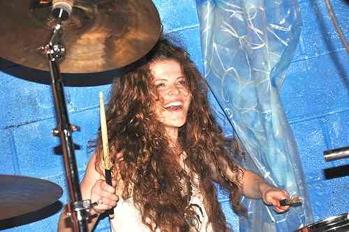 The Naked Heroes' Merica Lee : Modern Drummer