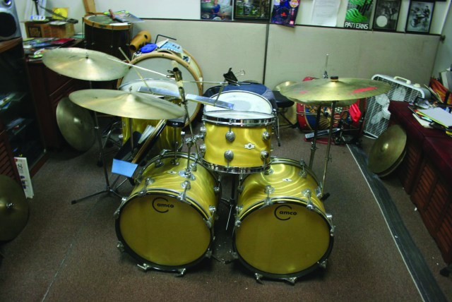 Knight's teaching kit, a Camco Oaklawn in gold moire finish