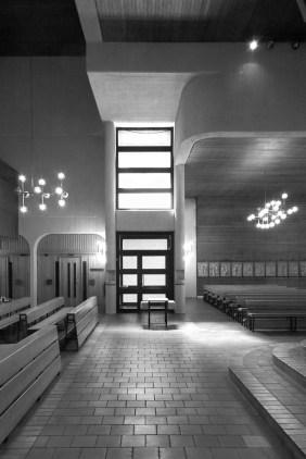 "Berlin-Neukölln, St. Richard (M. König, 1975) (Copyright: Denis Barthel, Projekt ""Brutalist Berlin"")"