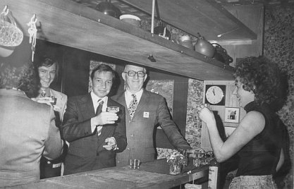 Dorsten, Habiflex, Bauminister Karl Ravens (3.v.l.) bei der Eröffnung (Bild: Bundespresseamt Bonn, Bundesarchiv)