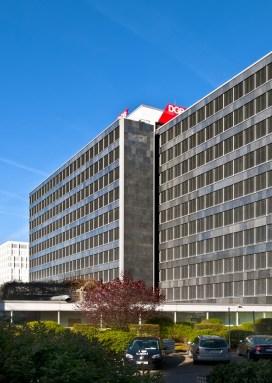 Düsseldorf, Hans-Böckler-Haus nach der Fassadensanierung (Bild: Schüco International KG)