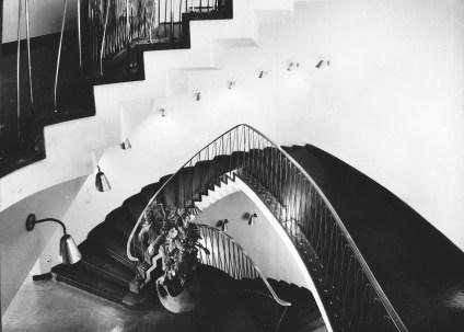 Köln, Funkhaus, Haupttreppenhaus mit Blick ins Untergeschoss, um 1952 (Quelle und Copyright: Archiv Stadtkonservator Köln)