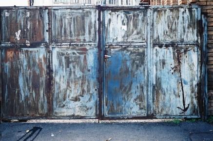 Zuka Chachanidze: blaue Wand (Foto: © Zuka Chachanidze)