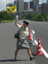 Japanische Fremdenführerin (Bild: atharva80, CC BY SA 2.0)