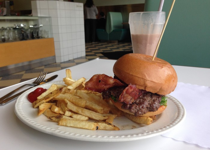 04.moderneburger.6047390005.burger-700x500