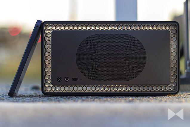 BowersWilkins_04Bowers & Wilkins Bluetooth Speaker Design Back