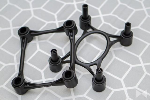 IsoAcoustics-Aperta: durch eine Schraubverstellung kann der Neigungswinkel individuell und exakt angepasst werden