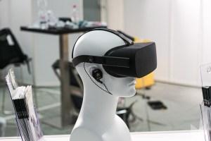 Audeze iSine 10 / 20 magnetostatischer In-Ear-Kopfhörer an Virtual Reality-Brille Oculus Rift