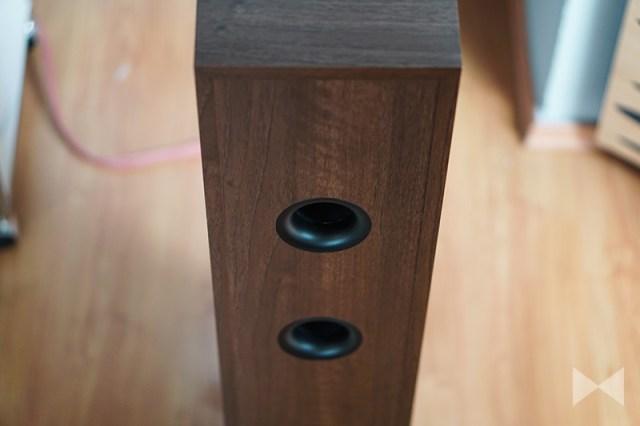 Dali Spektor 6 Bassreflex-Ports auf der Rueckseite des Lautsprechers
