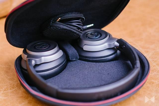 Teufel Real blue mit Touch-Steuerung und Transport-Case und Kabel