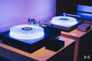 AVM R 5.3 / AVM R30: Schallplattenspieler mit beleuchteten Plattentellern