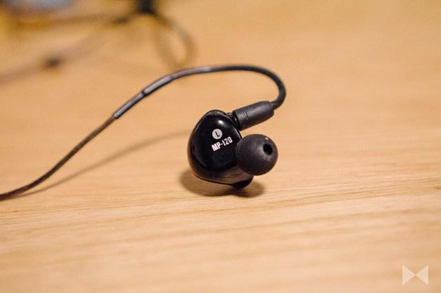 Mackie MP-120 Close-up, Single-Driver-In-Ear-Headphone