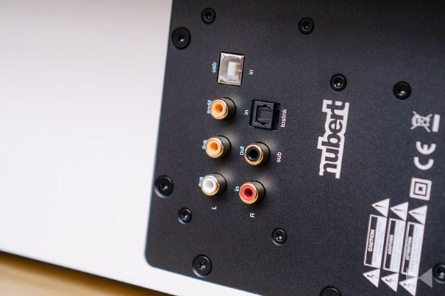 Nubert nuPro AS-250 Anschlüsse am Soundboard