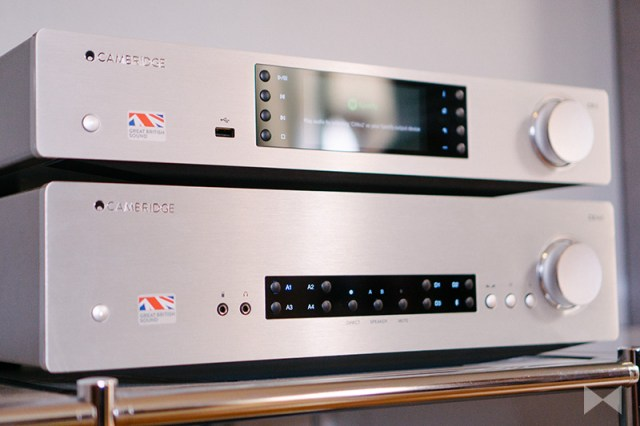 Cambridge Audio CXA 60 Stereo-Verstärker mit Cambridge Audio CXN V2 Audio-Streamer