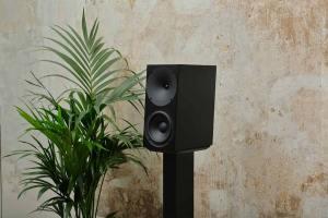 Buchardt Audio A500 + Hub: Aktivlautsprecher mit Raumeinmessung