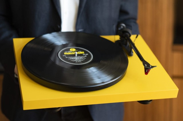Pro-Ject Debut Carbon EVO gelb