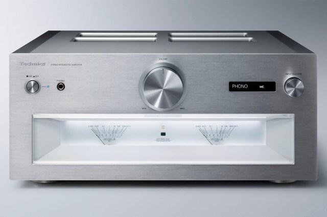 Schon das Design des exklusiven Stereo-Vollverstärkers Technics SU-R1000 versprüht puren Luxus. Keinesfalls aufdringlich präsentiert sich die ästethische HiFi-Komponente in optischer und technischer