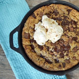 Lady's Chocolate Chip Skillet Cookie Pizzokie by Modern Honey - www.modernhoney.com