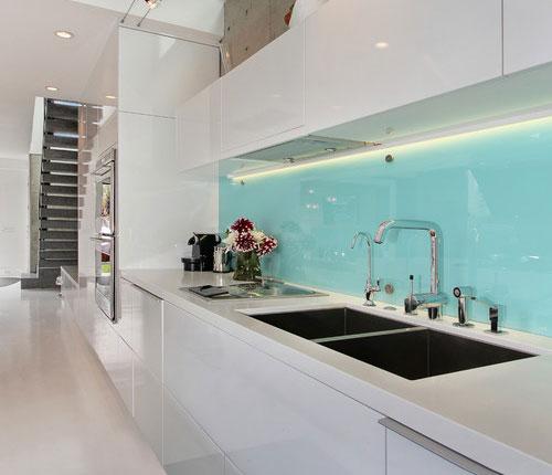glass-panel-backsplashes