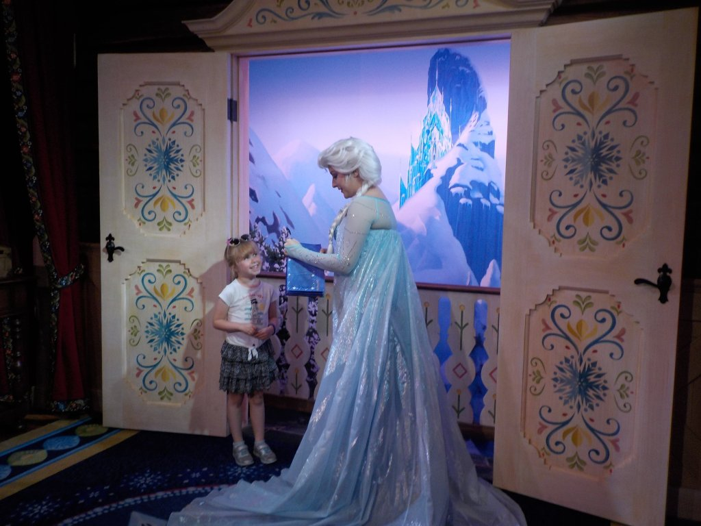 Frozen in Noway EPCOT meet Anna and Elsa