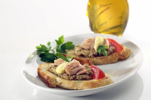 Tuna Crostini: Appetizer or Lunch Idea
