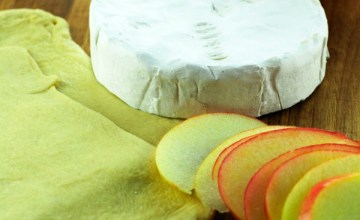Easy Holiday Entertaining with Crescent Wrapped Apple Brie Appetizer {Recipe}