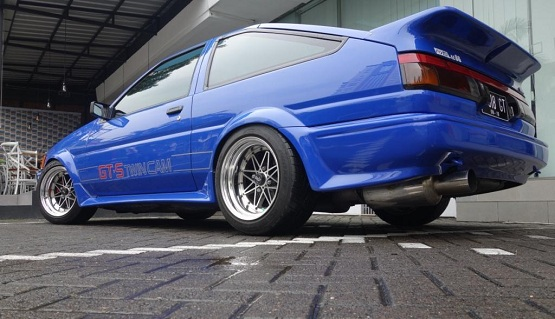 Modifikasi Mobil Toyota Levin AE86 The Blue Lightning