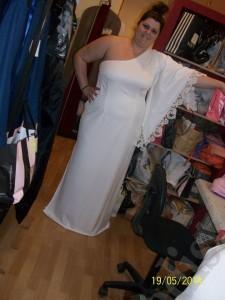 Φόρεμα με ένα μανίκι. Μεγάλα μεγέθη