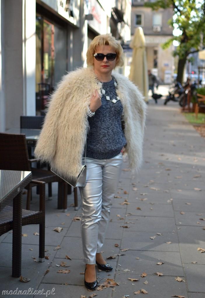 Srebrne spodnie stylizacja metaliczna