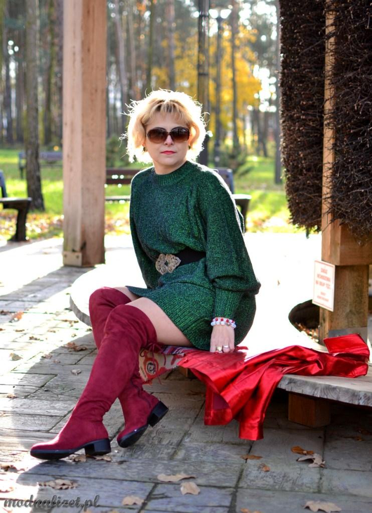 Modna Lizet w zielonym swetrze