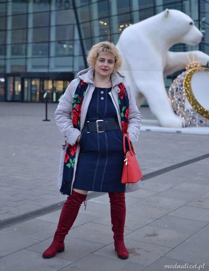 Granatowa sukienka na święta