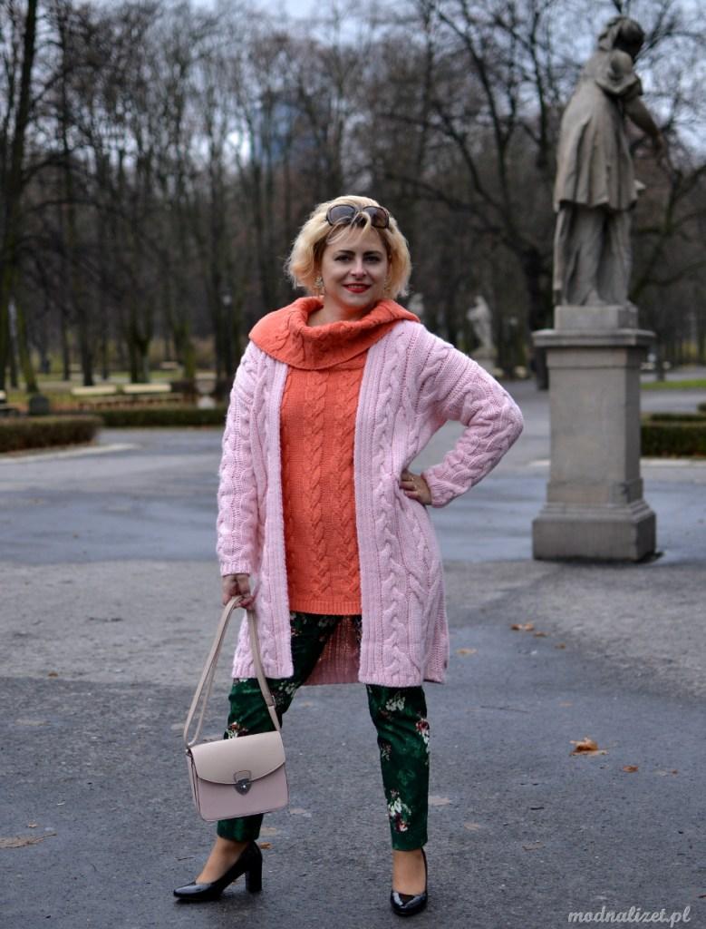 Dwa swetry w słodkich kolorach