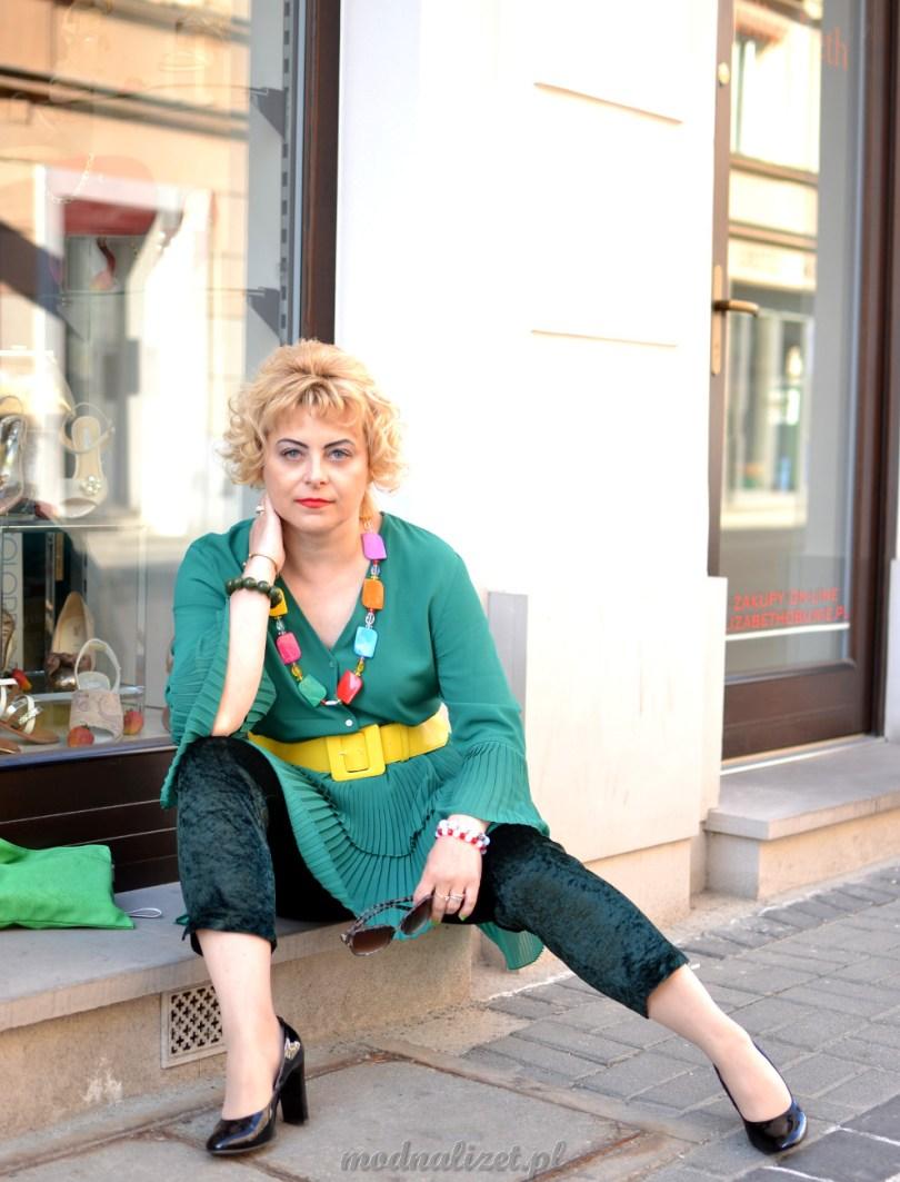 Zielona tunika i zielone spodnie