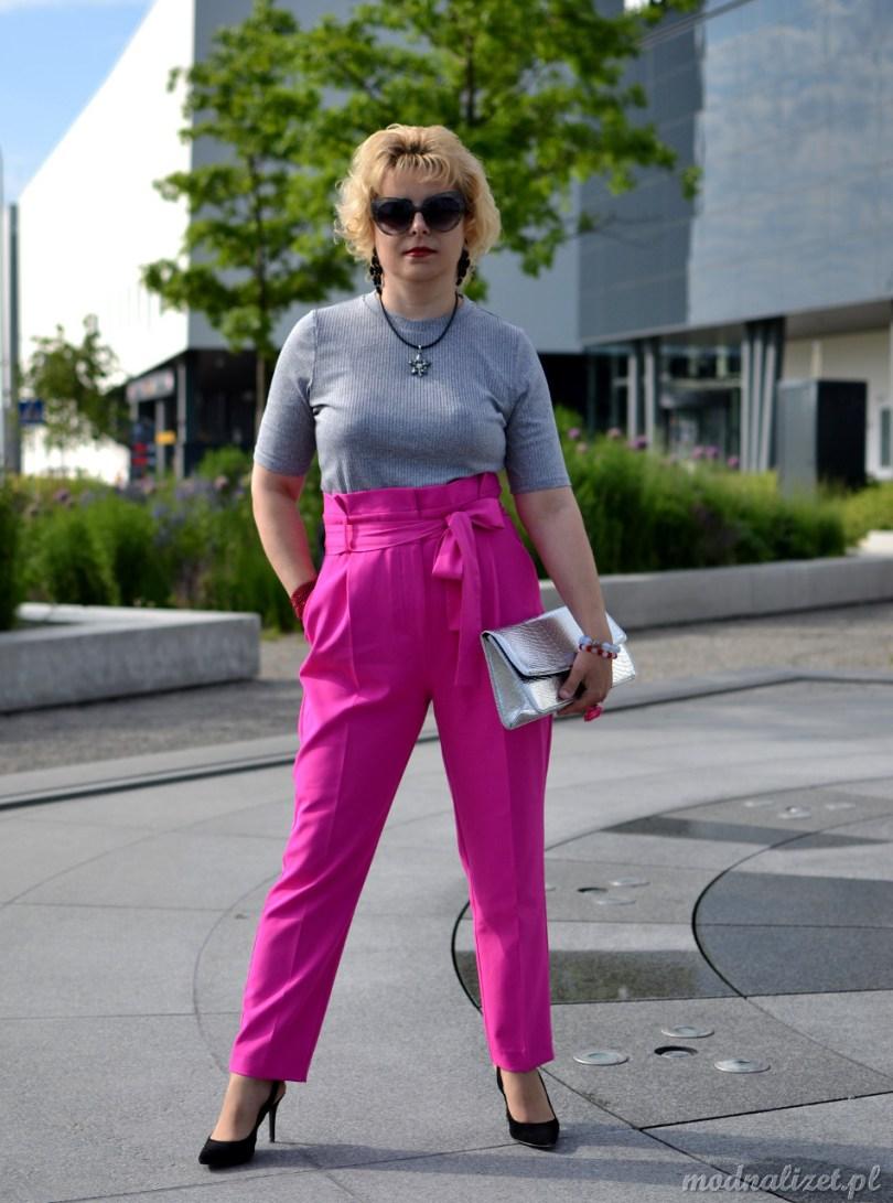 Różowe spodnie z kokarda wiązaną