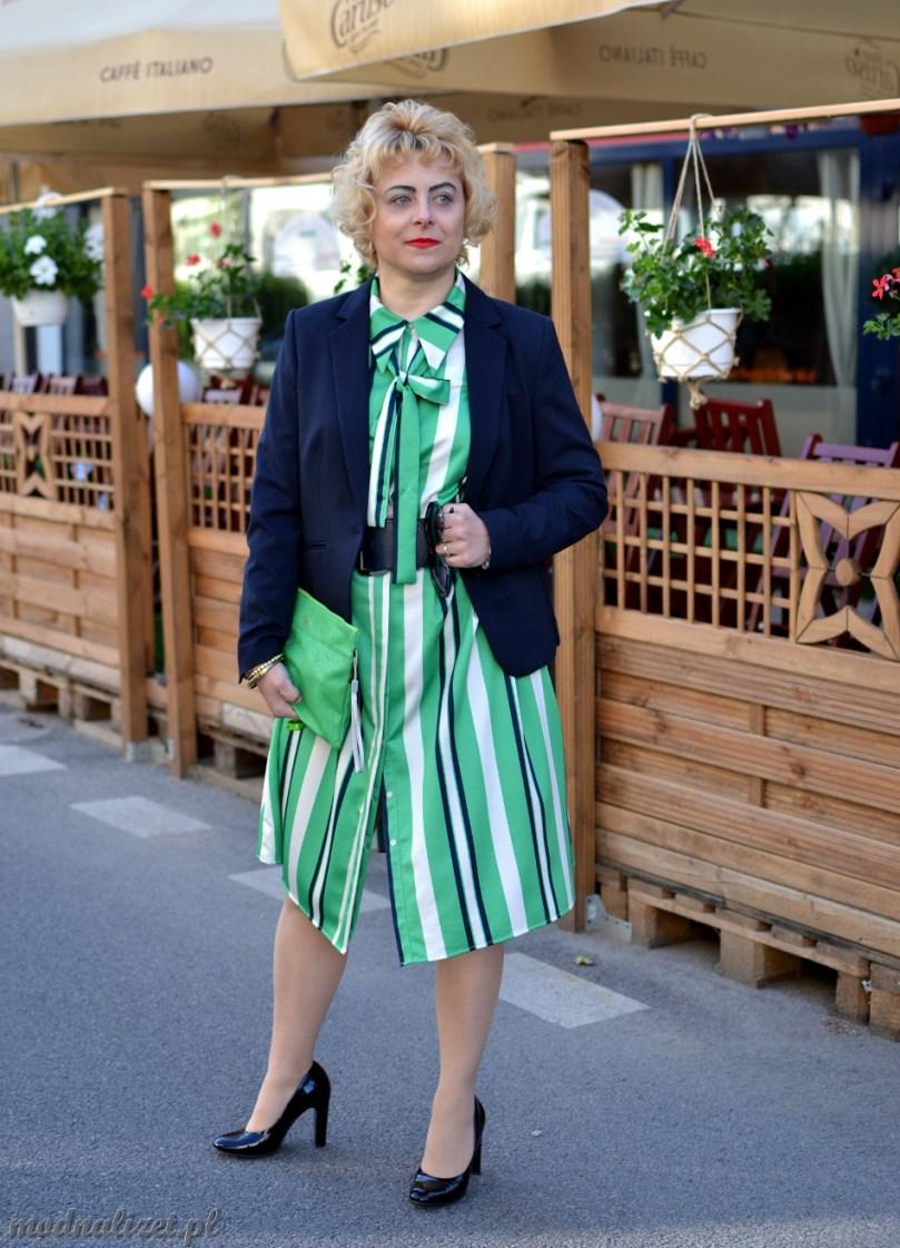 Granatowa marynarka i zielona sukienkja
