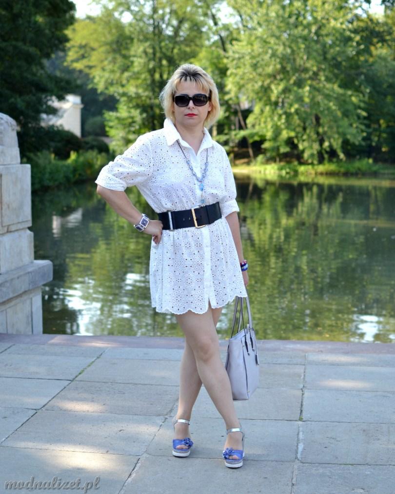 Sukienka biała haftowana