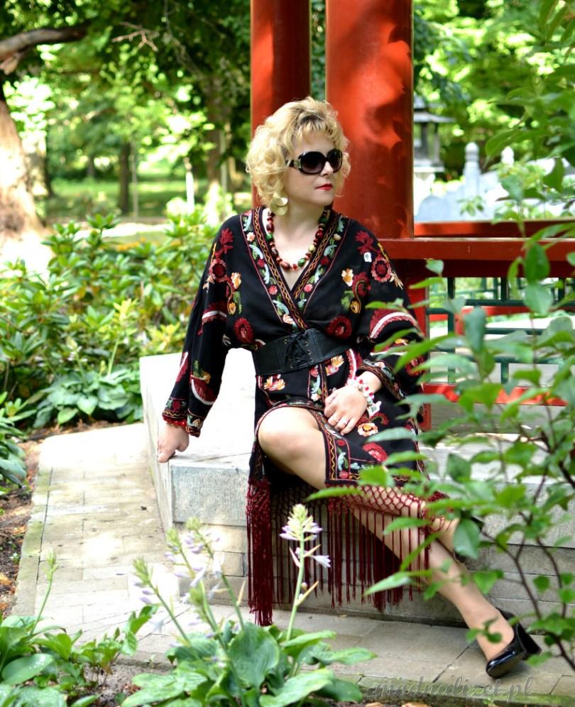 Haftowane kimono z frędzlami