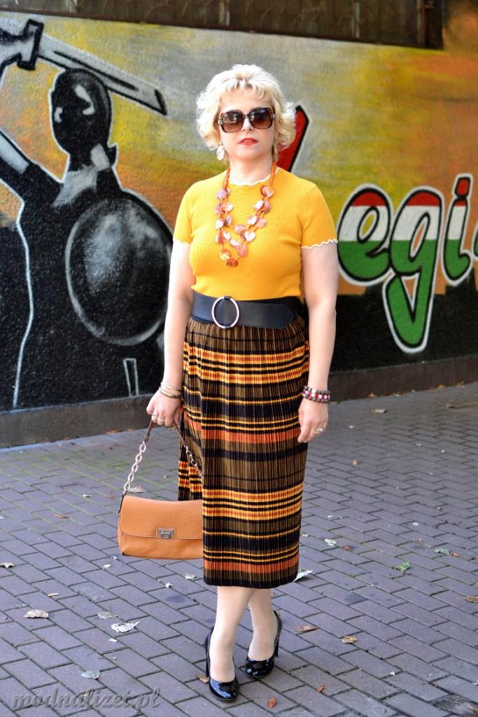Snicers spódnica i żółta bluzka