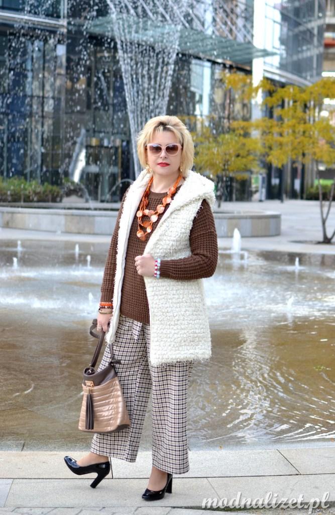 Modna Lizet spodnie i czekoladowy sweter