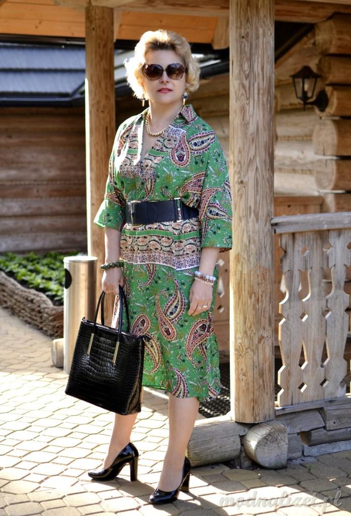 Prosta sukienka w zielonym kolorze