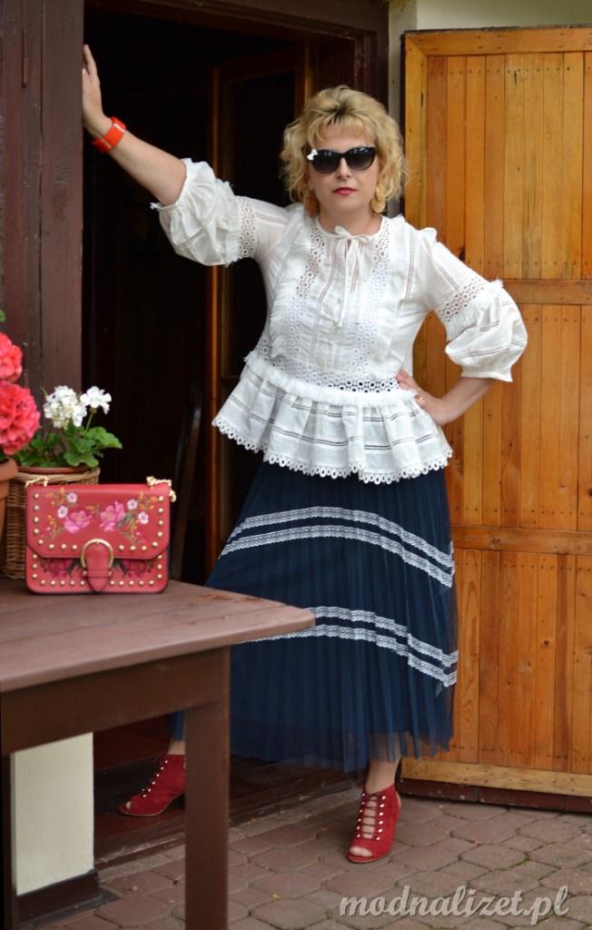 Niebieska plisowana spódnica