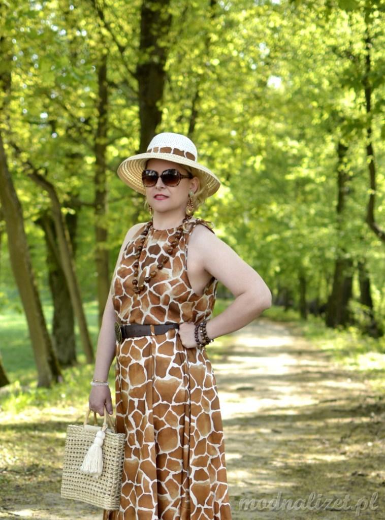 Sukienka w żyrafi motyw