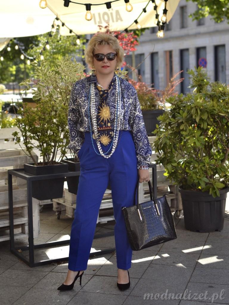 Spodnie i koszula kobaltowa stylizacja