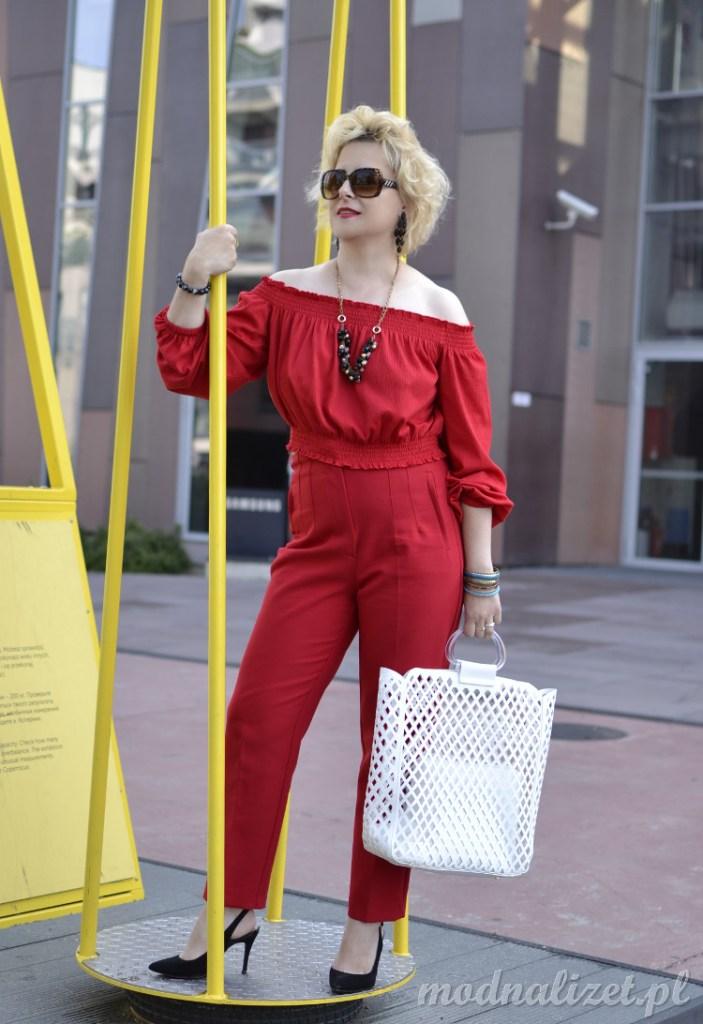 Głęboka czerwień bluzka i spodnie