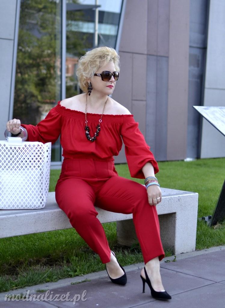 Bluzka i spodnie w głęboką czerwień