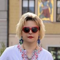 Tunika z kolorowym haftem